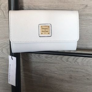 NWT-Dooney&Bourke Belvedere Leather Flap Wallet